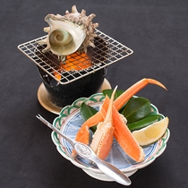 *【夕食一例】「竹」(カニ・サザエ)活きのいい蟹を新鮮なうちに産地直送!+サザエ磯焼でプチ贅沢