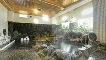 *【温泉】天井が高く、開放感のある大浴場です。