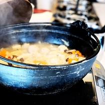 <朝食>ホッとする美味しさが人気のちゃんこ鍋。野菜類もたくさん摂れて、身体もホカホカ