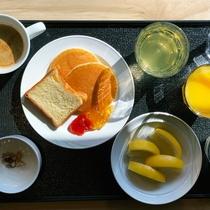 <朝食>朝の柔らかい日差しの中で味わう、ヘルシーな朝食