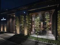 【エントランス】京都市内を南北に走る大通り堀川通り沿いに佇む、京都を感じるホテルです。