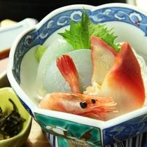 【夕食】刺身こんにゃく、海鮮さしみ