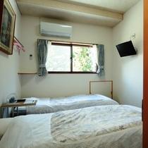 簡易ベット 2台が入っているお部屋になります。