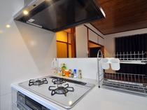 【キッチン】キッチンカウンターと一体型の扱いやすいビルドインコンロ