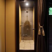 1階 露天風呂付客室「古九谷」シャワーブース