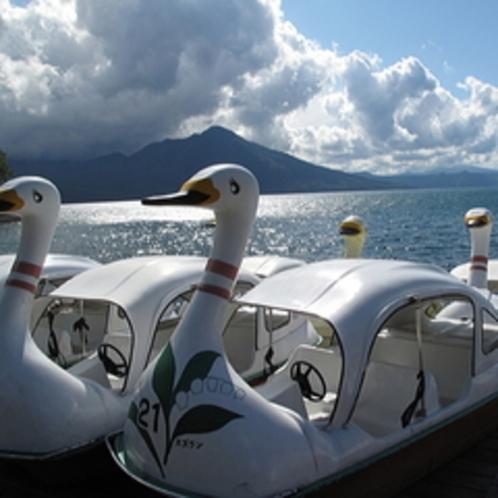 【遊覧船・ボート・10月下旬まで】〜水中遊覧船から見える湖のコバルトブルーが目に飛び込む〜