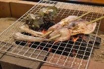 炭火焼(さざえとイカ)