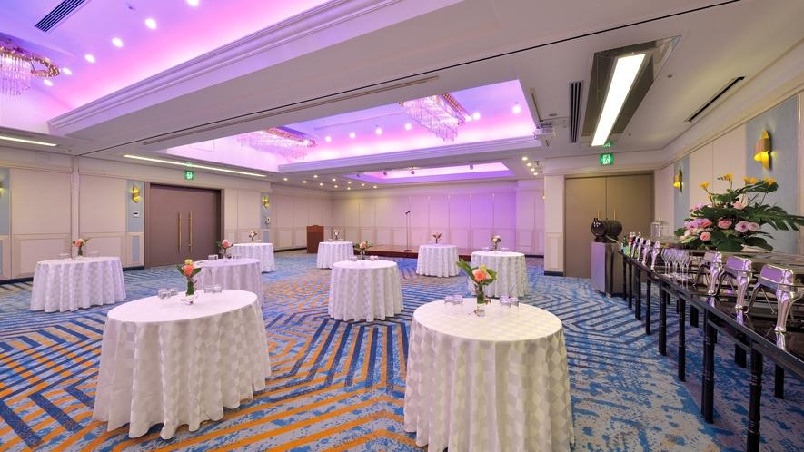 【バンケットルーム・ルシエル】330㎡の広さの宴会場。東西にセパレートし2会場の利用も可能です。