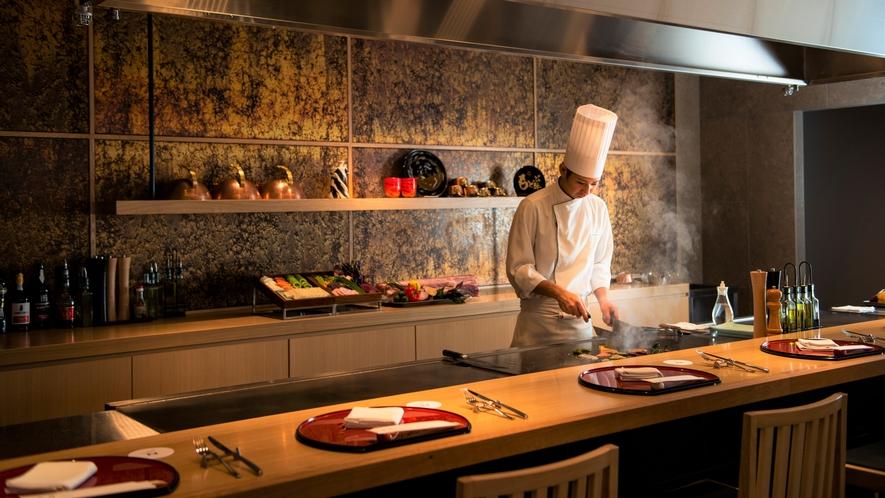 【TOKI】シェフが目の前で調理する鉄板ダイニングはディナータイム限定。