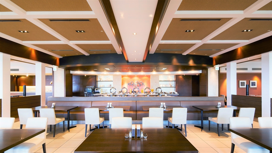 【AVANCER】各コーナーには創意あふれるエスプリの効いたお料理の数々を。