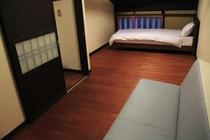 南邸 2階 ベッドルーム