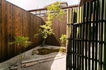 弐の局 庭