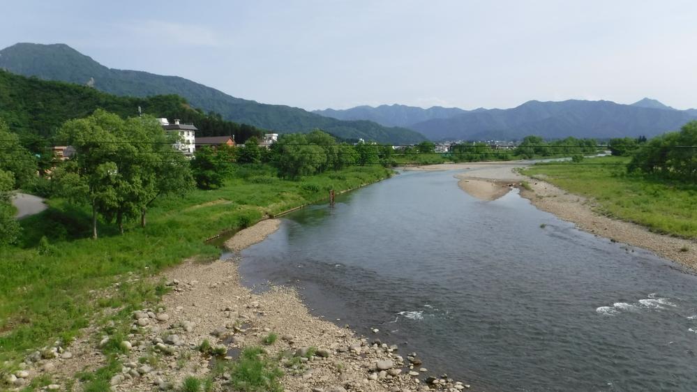 金城山と魚野川です。魚野川は水がとても綺麗です。