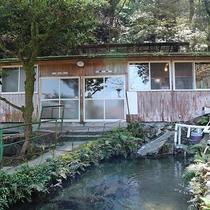 *【上の湯(外観)】当館には上の湯と下の湯があり、宿泊棟とは別棟になります。