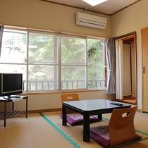 *【和室4.5畳一例】窓からは豊かな自然がご覧いただけます。