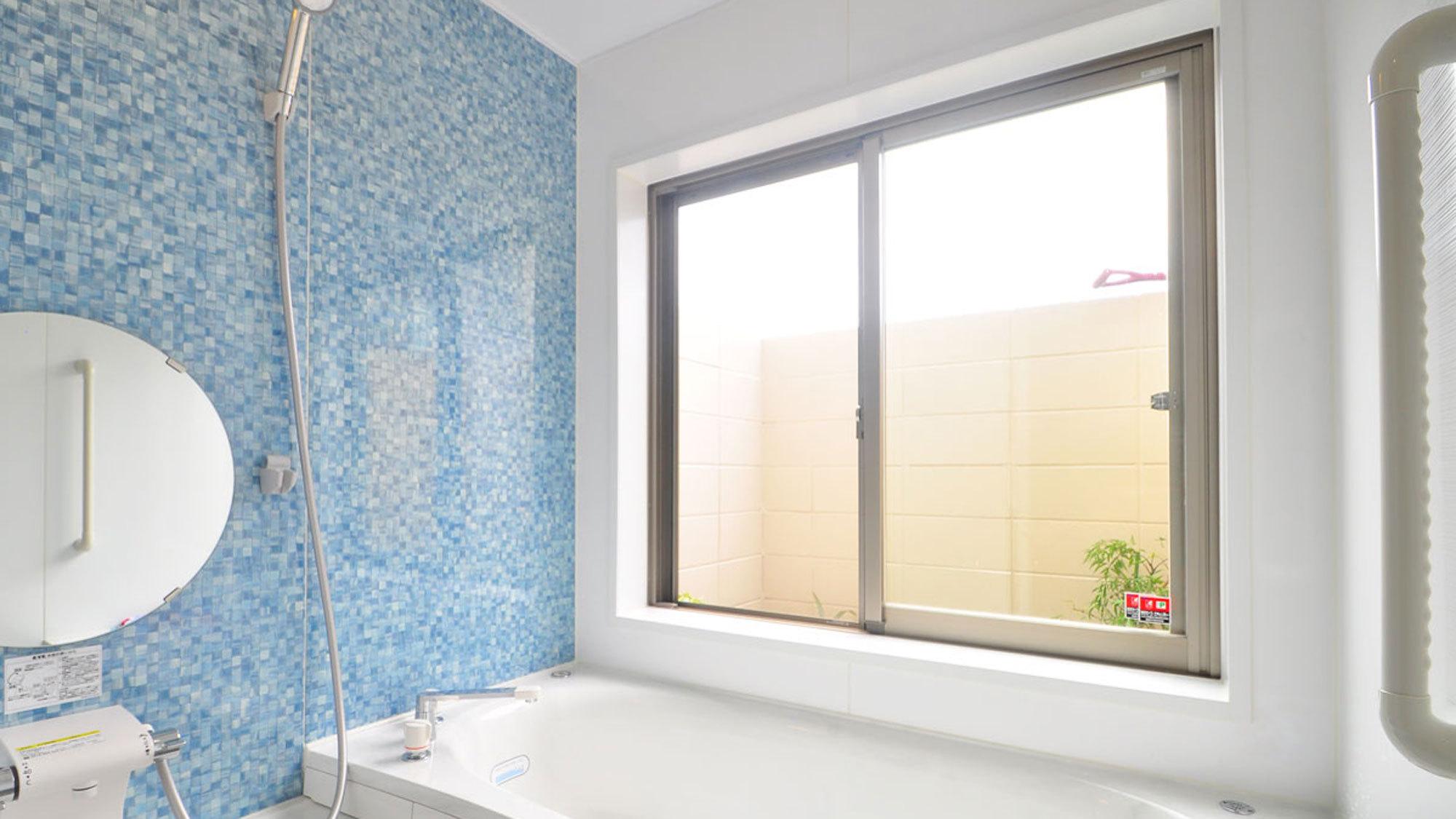 【奥側1F】広くて明るいきれいな浴室