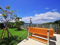 【敷地内共同ガーデン】ベンチもあり、ゆっくりとお過ごしいただけます。