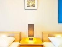 【奥側1F・ツインルーム】装飾品1つとっても部屋ごとの個性が光ります。