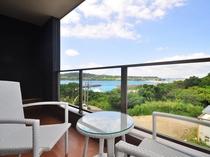 【奥側2F・ベランダ】海を眺めながら楽しいひとときをお過ごしください。