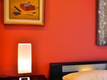 【フロント側1F・ツインルーム】装飾品やライドスタンドにもこだわっております。