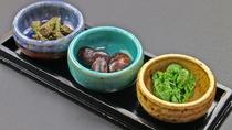 季節の前菜は自家製の野菜や山菜で!