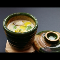 ご主人が捕った山鳥の出汁がタップリの茶碗蒸しは自慢の逸品