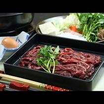 伝統の馬肉すき焼きを召し上がれ!