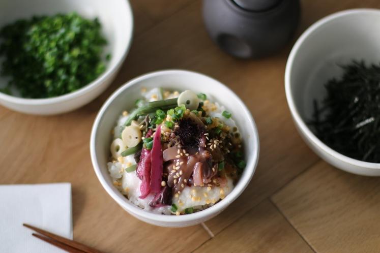 【朝食】(ご飯のお供のっけ丼)/朝食時間6:30~10:00(最終入店9:30)