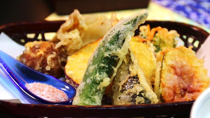 【夕食】季節の野菜が並ぶ天ぷら