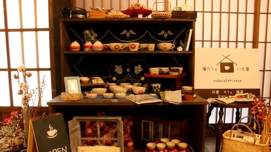 宿カフェ いせ屋 赤べこなどの雑貨はお土産に人気♪