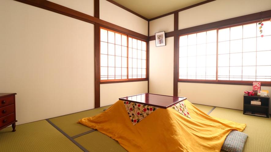 【和室6畳】1~2名様用和室。冬季期間はお部屋にこたつをご用意いたします。