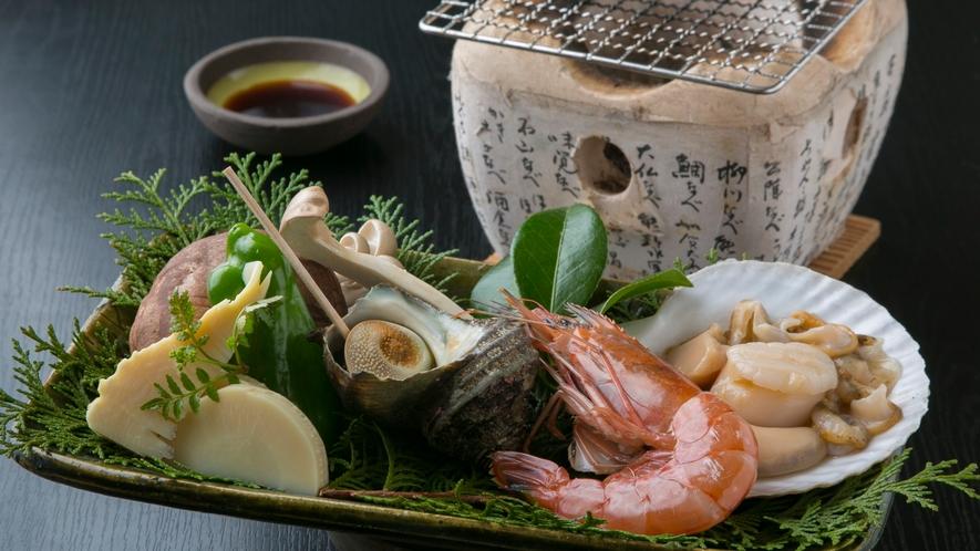 海鮮の炭火焼き ※12~2月は海鮮鍋にてご用意致します。