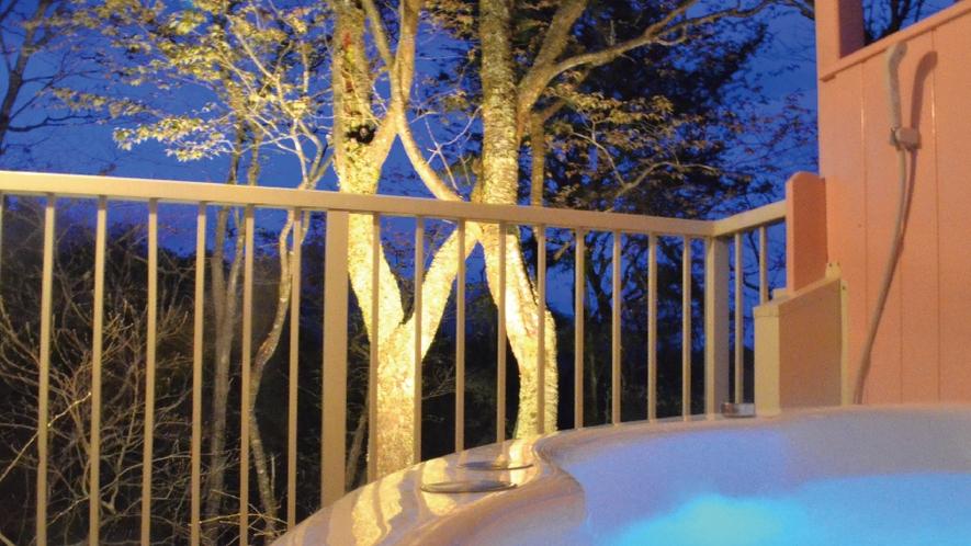 【ローズ】夜、ライトアップしながらのバスタイム。