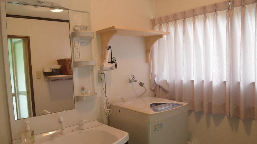 【ネバーランド】洗面には洗濯機も洗剤も完備。お子様のお洋服もすぐ洗えます。