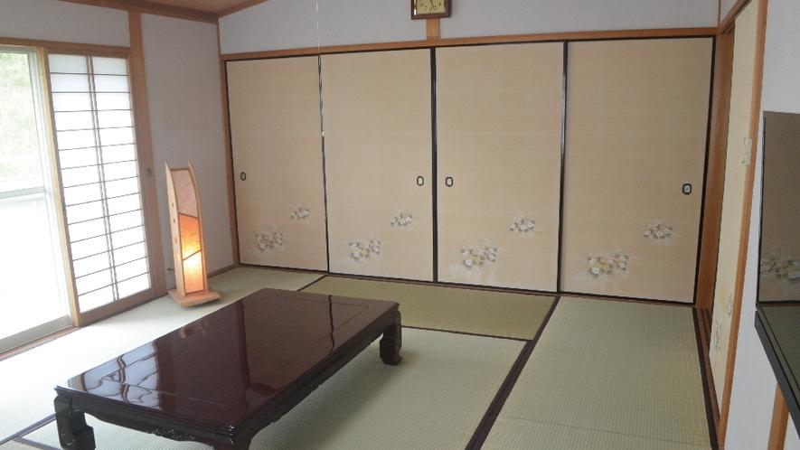 【ネバーランド】和室10畳。明るい光が差し込むお部屋でゆっくりとした時間を。