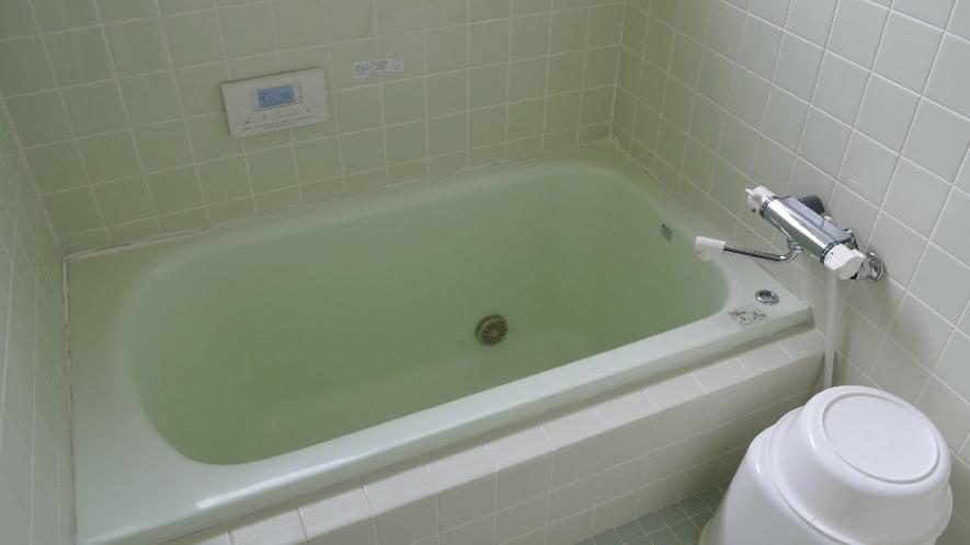 【ネバーランド】お風呂はミントグリーンのタイル張り。車で10分の温泉「快湯館」もおススメです