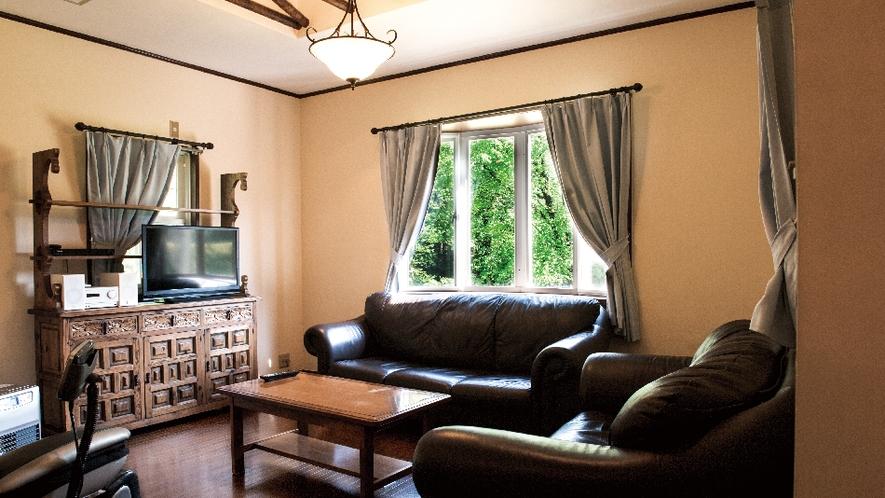 【ネイビー】輸入したカントリー家具やアメリカの照明が自慢。