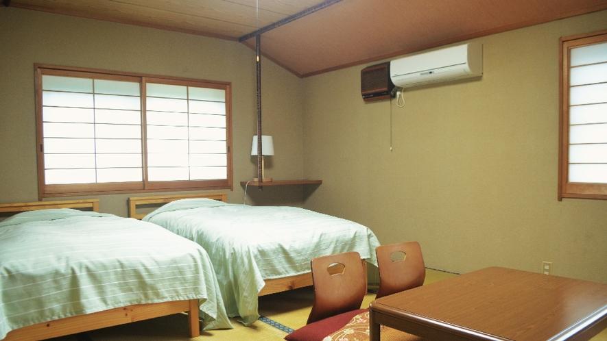 【ネイビー】2階にたたみの部屋を2部屋ご用意。