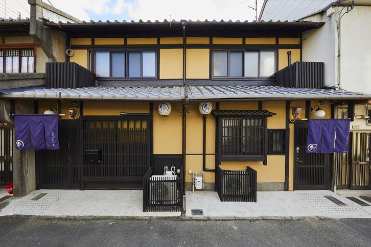 外観:鈴 五条壬生川 西 と 東。仲良く二つの京町家が並んでいます。