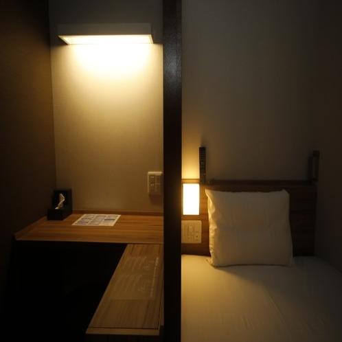 ◆頭上を気にせず身動きもラクラク♪ 枕元もちょっとだけ広め。