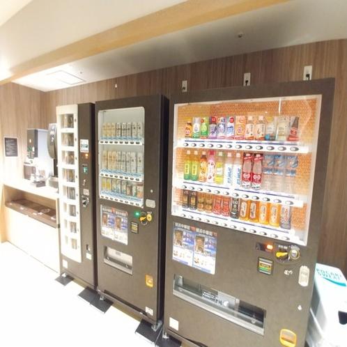 ■自動販売機ではジュースやアルコール、おつまみを販売しております