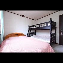 セミダブルと二段ベッドのファミリールーム
