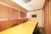 6階 会議室(8人)