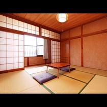 和室8畳◆自然に溢れる河口湖を眺めることができるのはこのお部屋の特徴!