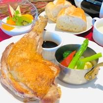 【夕食付プラン限定】骨付き鶏モモ肉のスパイシーオイル焼き