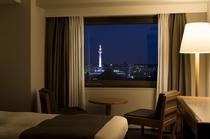 京都タワーを眺める部屋からの夜景