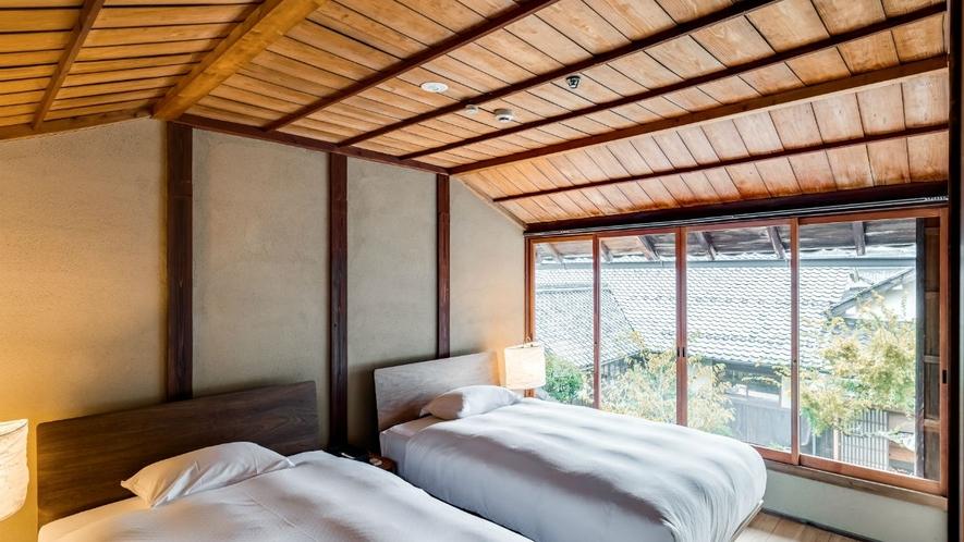【VMGプレミア・福稲103/4名定員】中庭の景色を望む2階のベットルーム