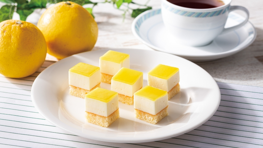 【宮崎限定日向夏ケーキ】日向夏の香りが広がる一口サイズのケーキです。