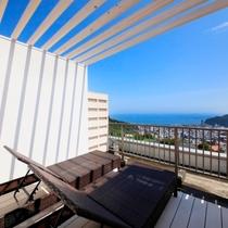 海を眺める屋上個室テラス