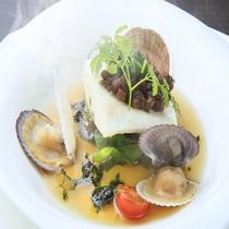 真鯛のきゃら蕗焼き柚子胡椒風味 磯香るのスープを注いで